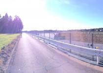 富里市の高速脇の道